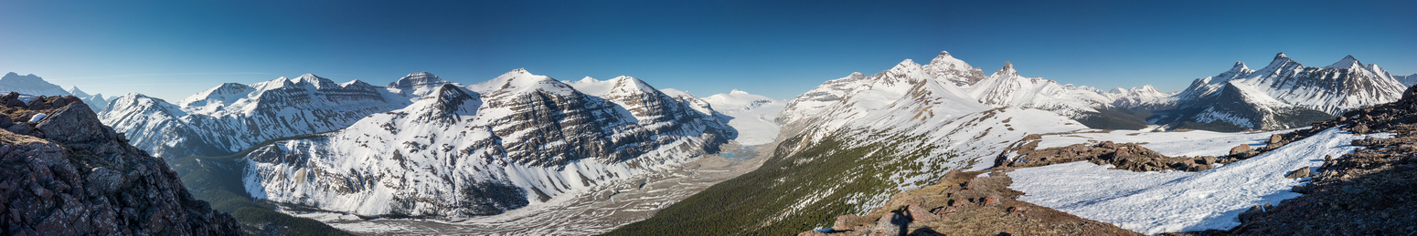 """A great pano showing all of the """"Big Bend"""" peaks, Castleguard, the Saskatchewan Glacier, Athabasca, Hilda, Wilcox and Nigel among many other peaks."""