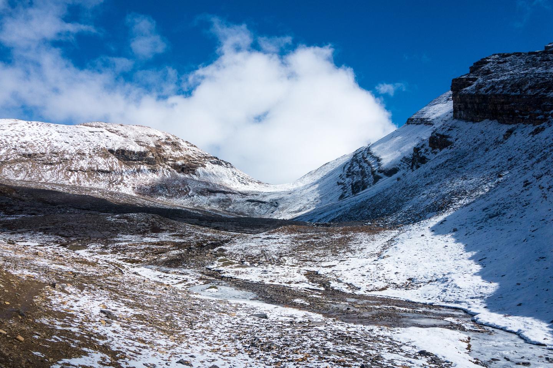 Snowbird Pass lies ahead of me.