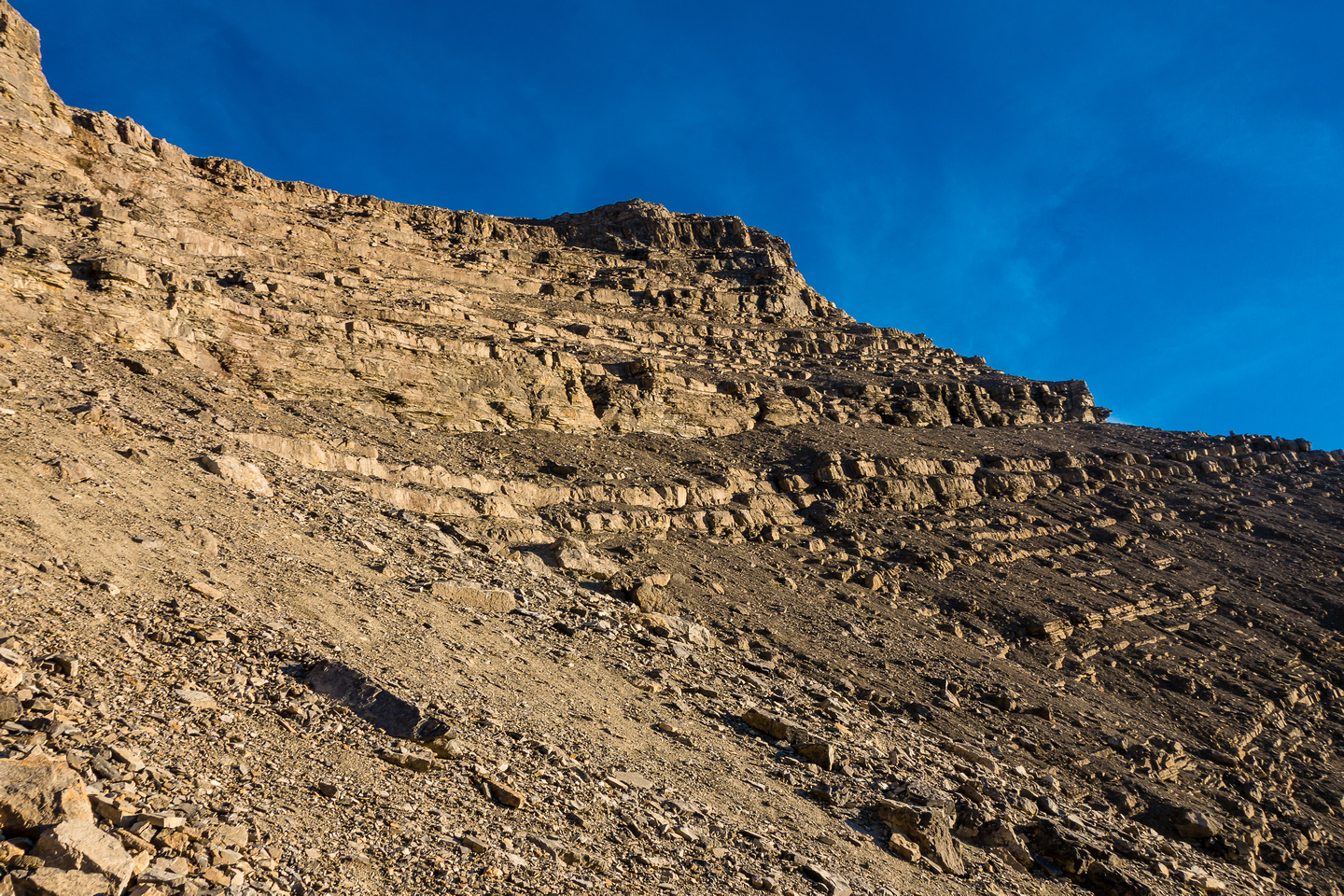 The upper part of the amphitheater. You may be tempted to head for the ridge on climber's right but don't bother.