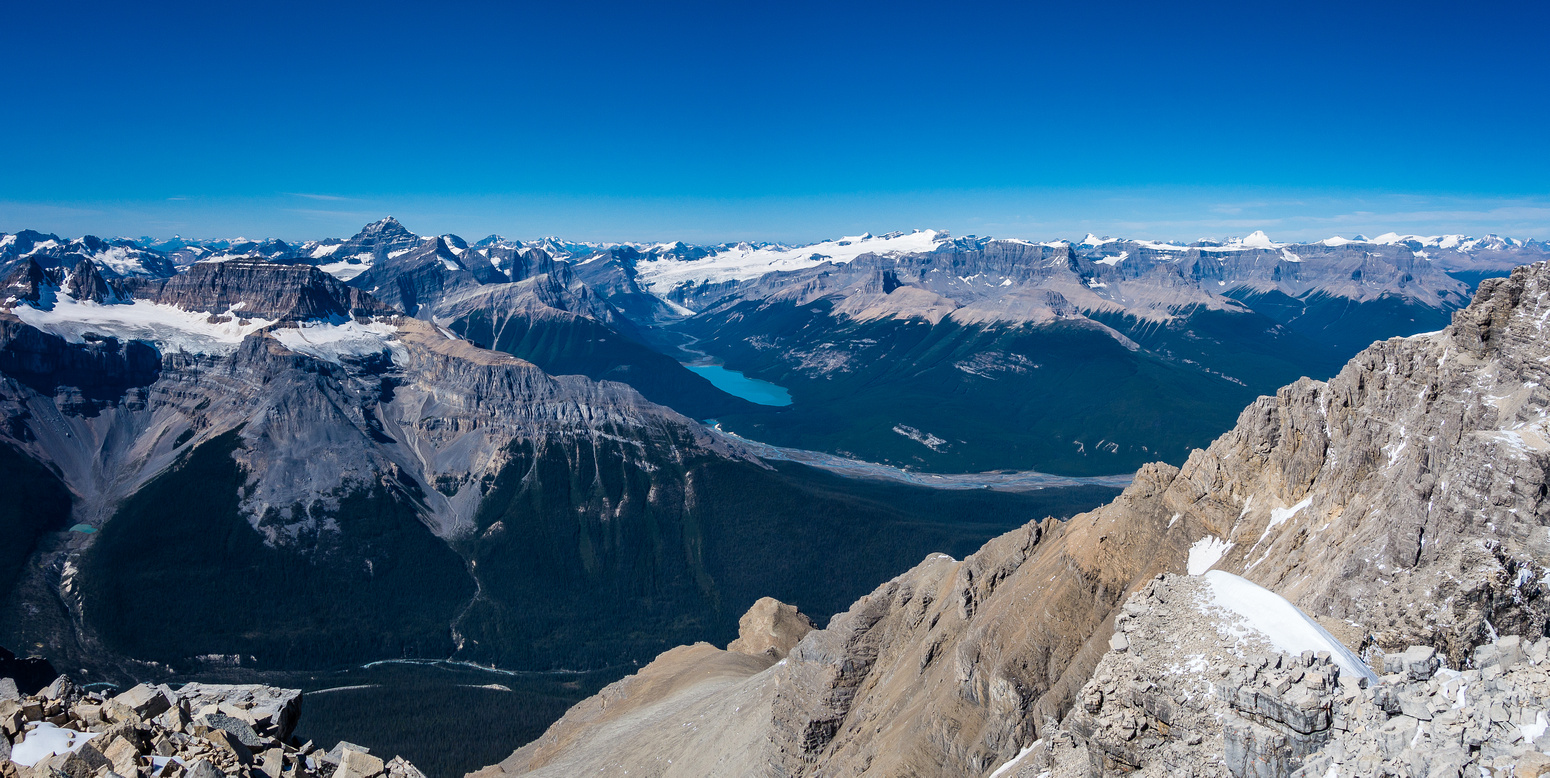 Views towards Sarbach and Glacier Lake with many large peaks on the panorama.