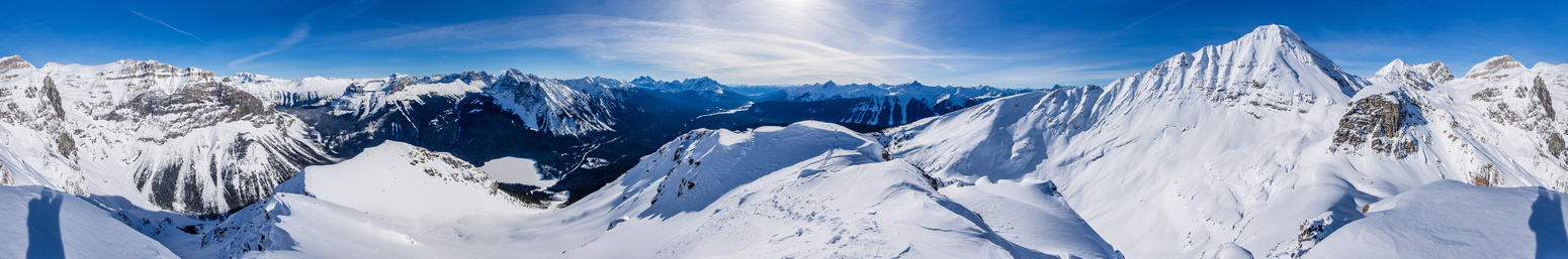 Panorama including Carnarvon and the ascent ridge. The avy slope looks flattened in this view!