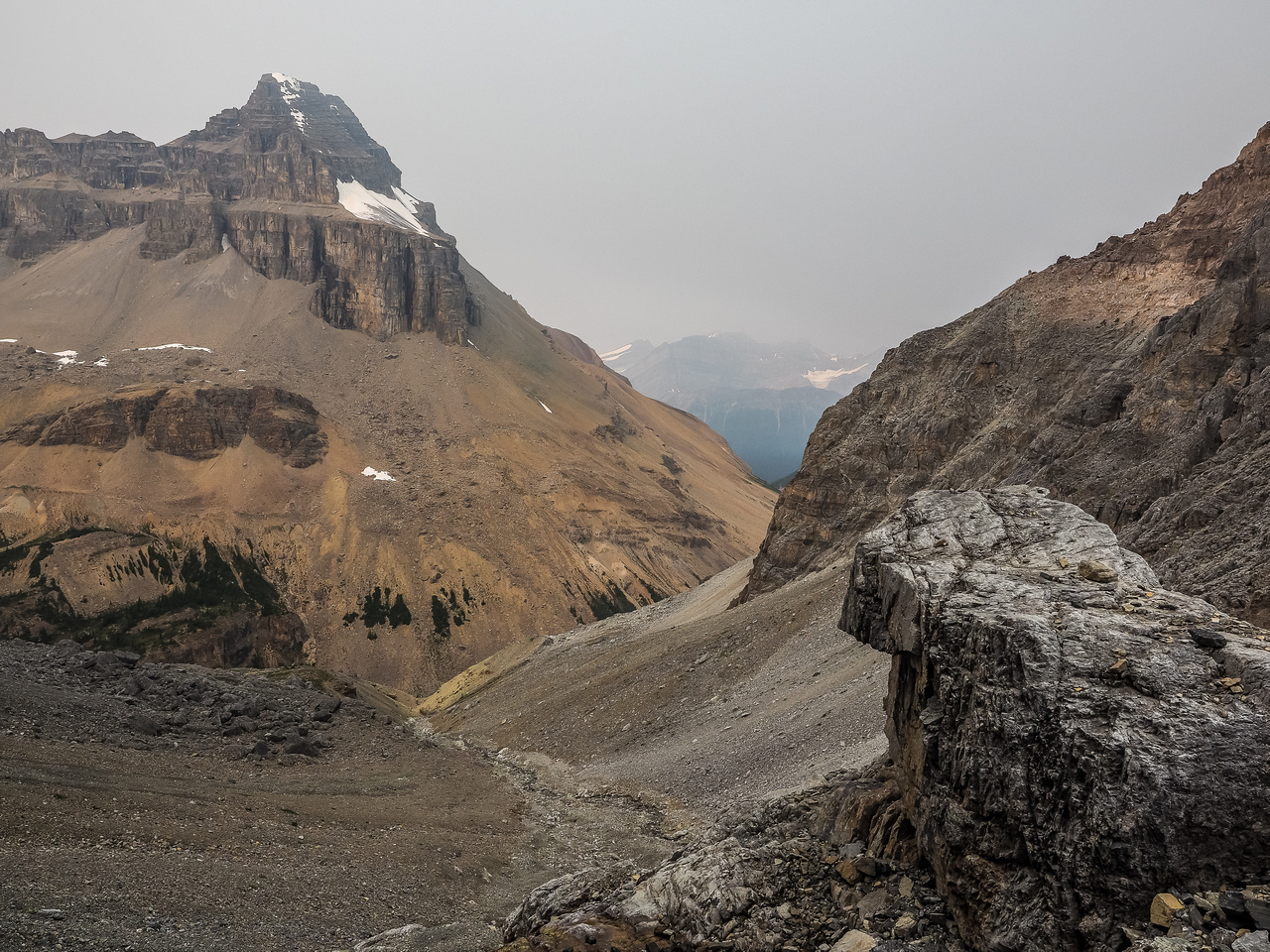 Looking back down the access gully towards Mount Weed - distant peaks now covered in smoke.