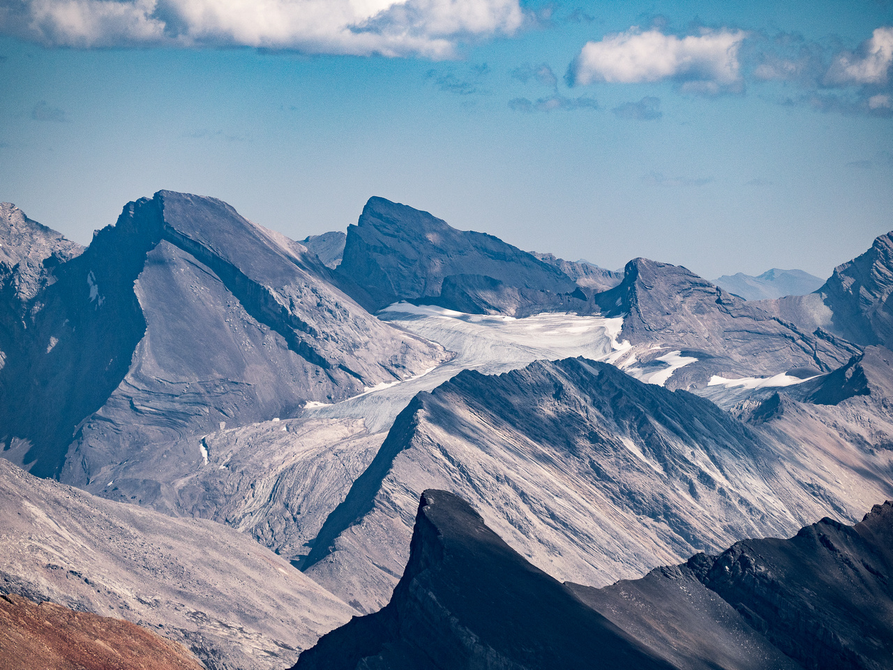 Dip Slope (L) and Deluc (C) Peaks with their glaciers.