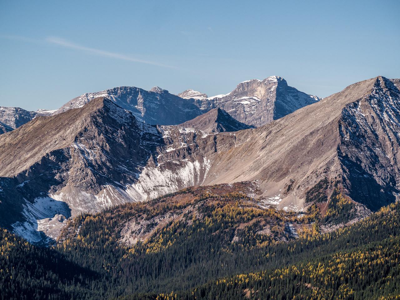 Mount Abruzzi pokes over the Odlum Col.