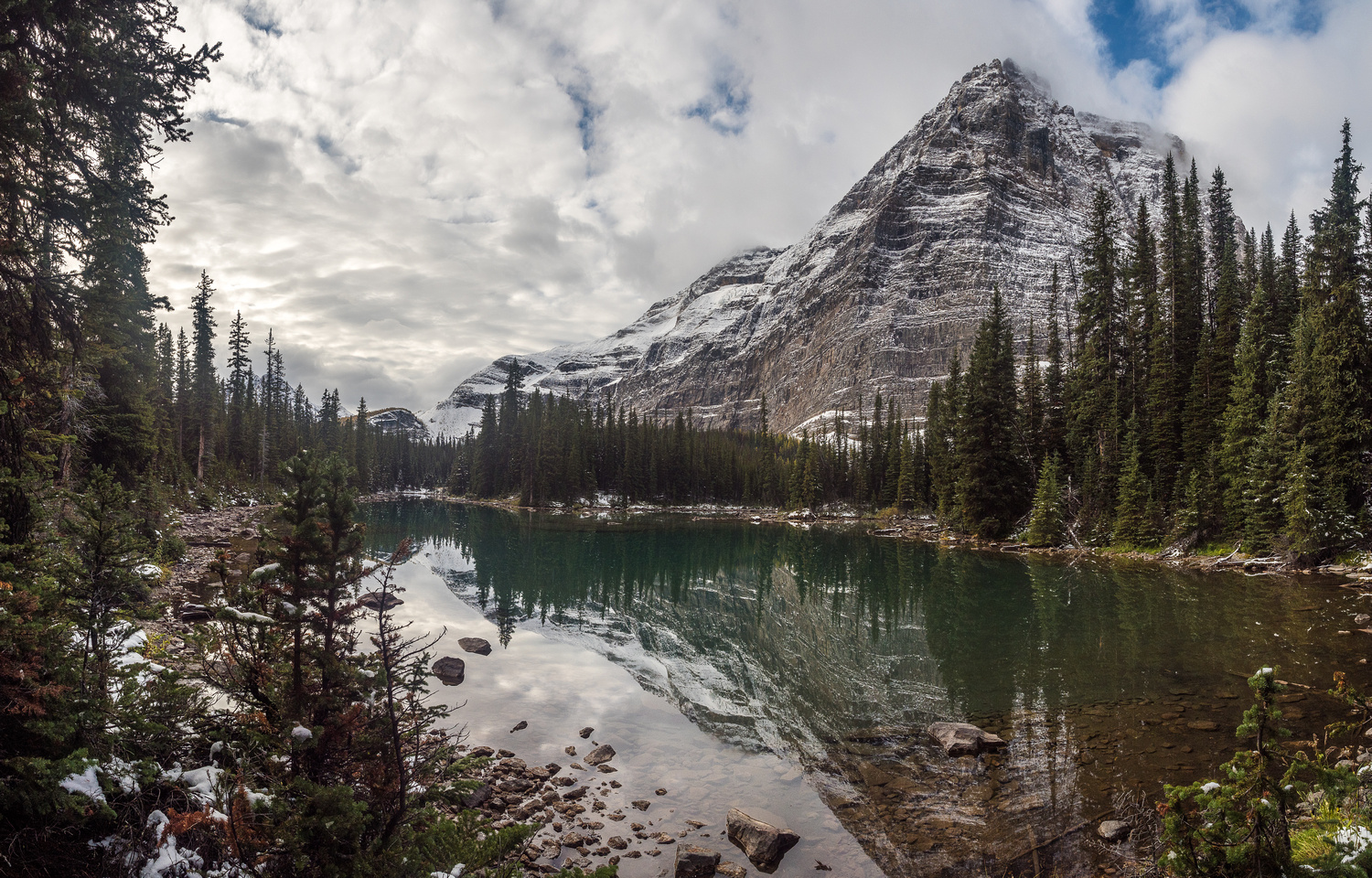 The lovely, still waters of Linda Lake with Odaray Mountain in the background.