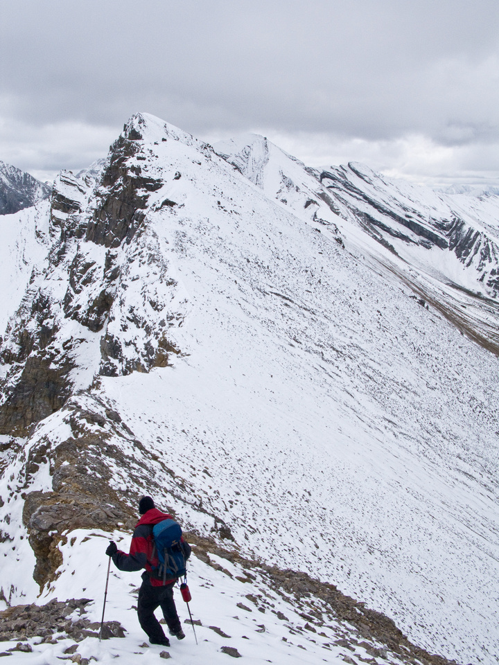Traversing to the higher, east summit of Og.