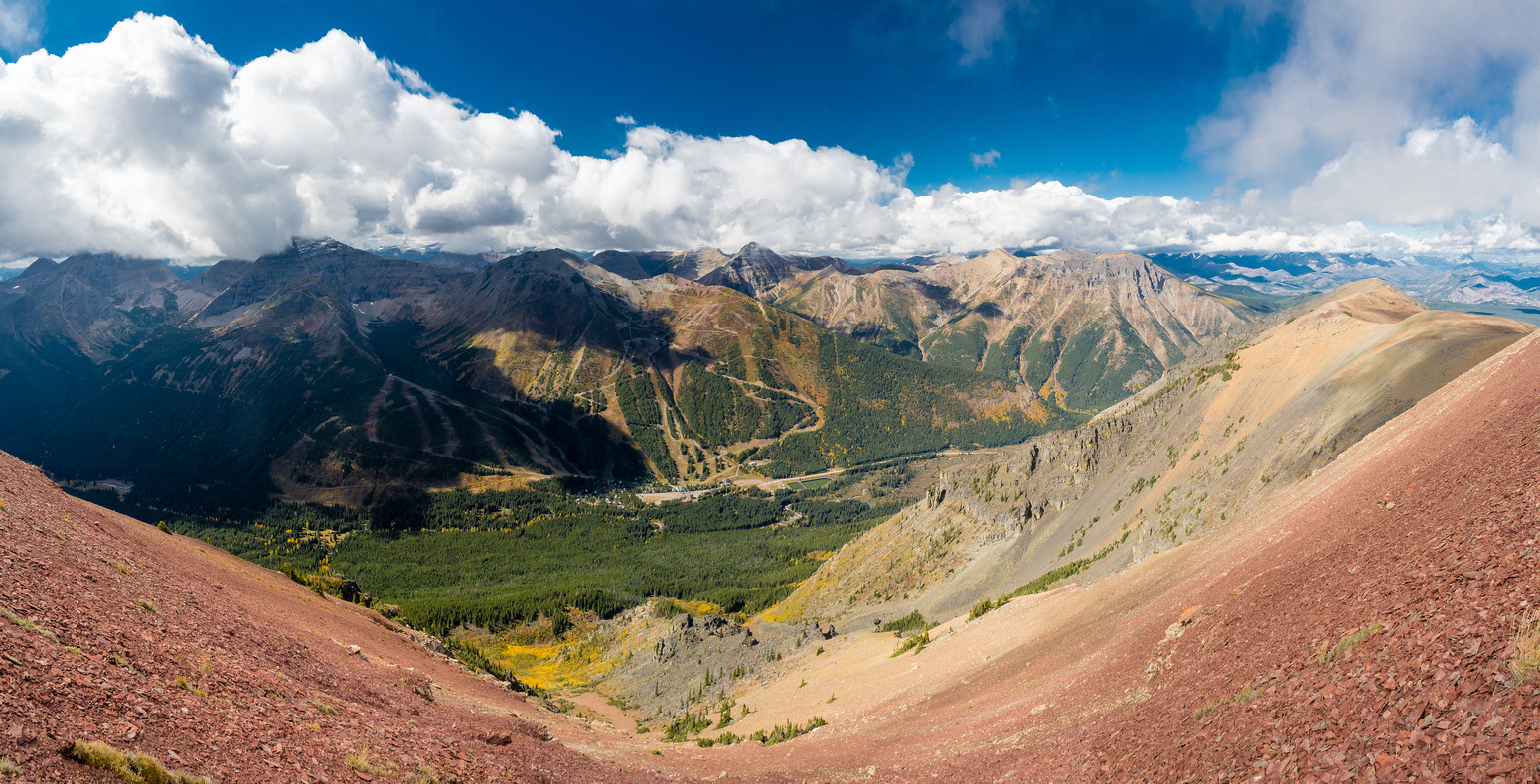 Looking west and north from the traverse of the first bump. Southfork at far right.