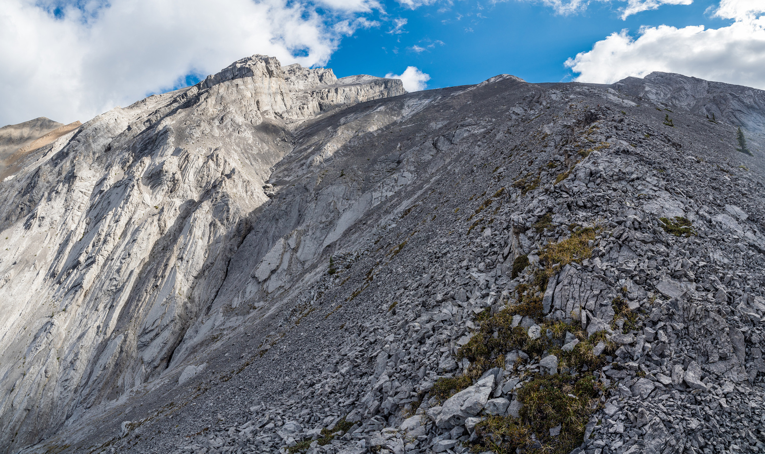 The route to the summit is now visible. Up the whaleback, then left through the cliffs and up to the summit