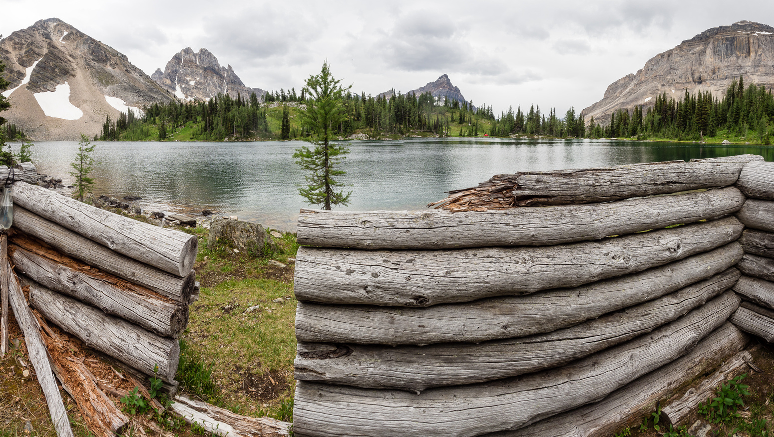 An old cabin sits along the shores of Aurora Lake - the views from it aren't too shabby! Aurora at left and Alcantara in the distance.
