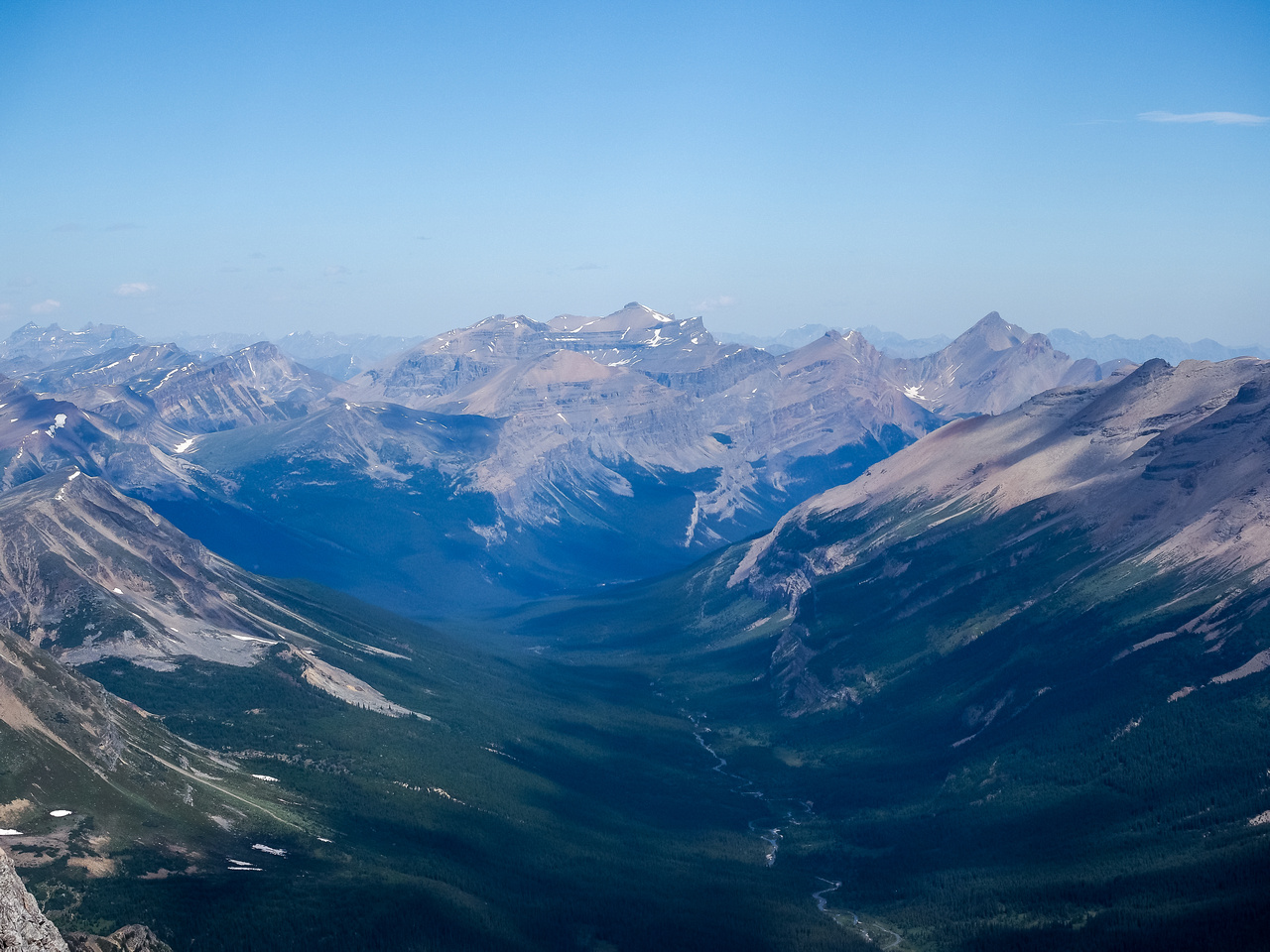 Loudon and Siffleur Mountains loom over the head of the Siffleur River Valley to the north.
