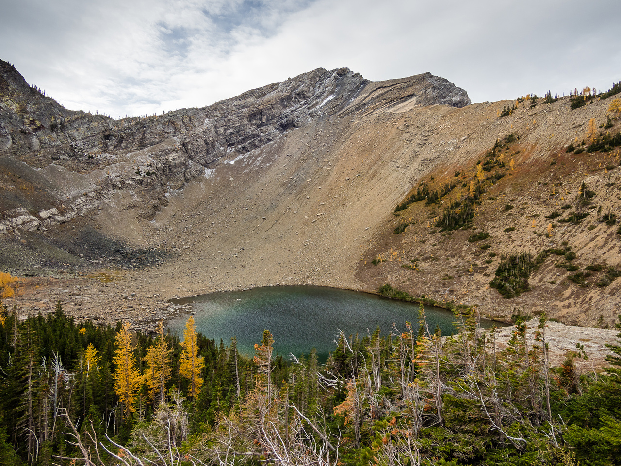 Another perspective from slightly above the first lake showing the recommended slab route on Three Lakes Ridge.