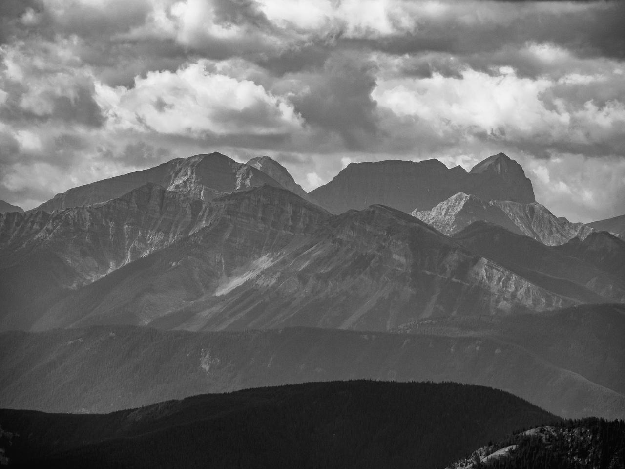 Mount Frayn (R) has a very distinctive look.