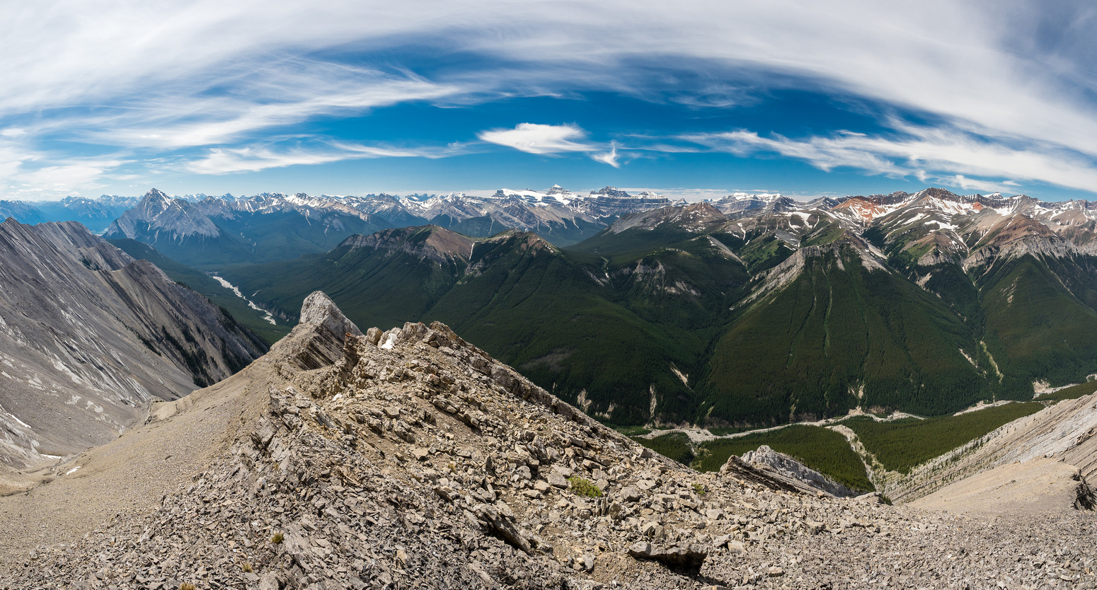 Spectacular views from the outcrop towards Elliott and Sentinel (L), Resolute and Cline (C) and Seven Seas (R).