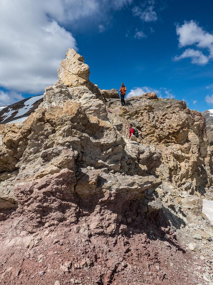 An interesting scrambly bit along the ridge.