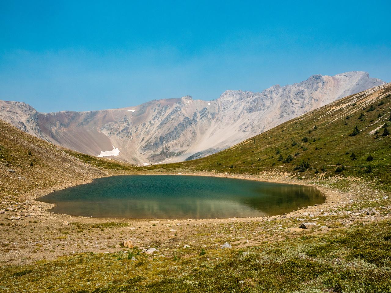 Harvey Pass and the upper Harvey Lake.