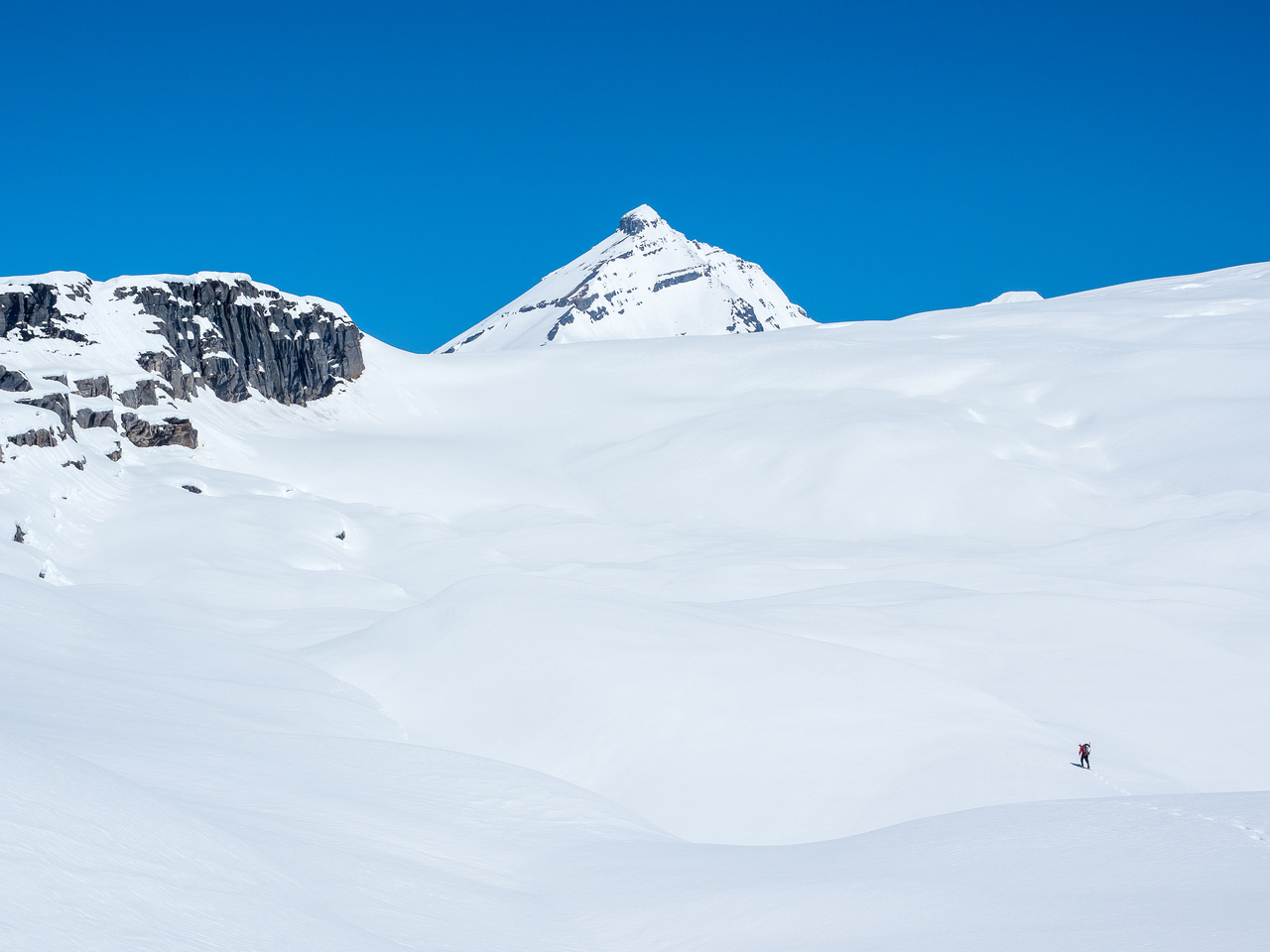 The handrail ridge at left with our ramp onto the glacier just ahead.