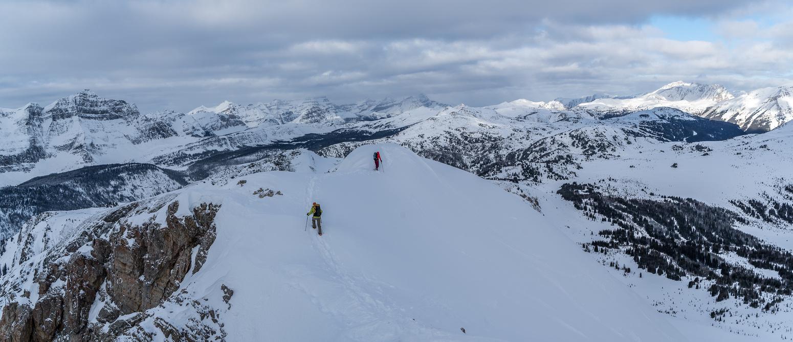 Wietse and Alison walk the summit ridge of Quartz Hill.