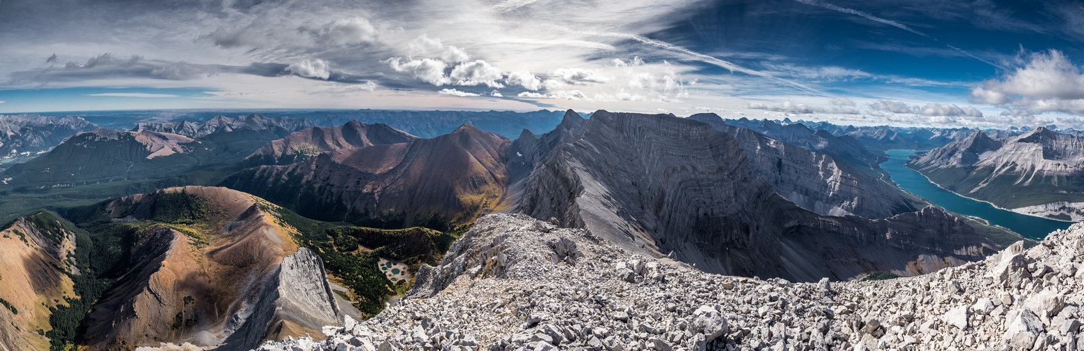 Peaks include Yamnuska at distant left with Collembola, Allan, Wind, Lougheed II, Sparrowhawk, Nestor and Old Goat from L to R along with many others.