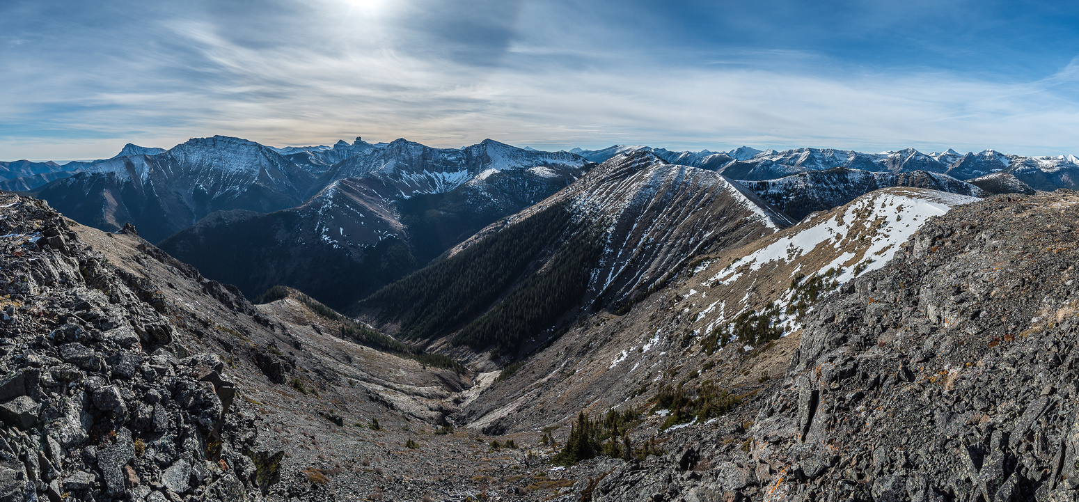 Great summit view towards Prairie Bluff, Victoria Peak, Gladstone (L), Castle (C) and Whistable Peaks.