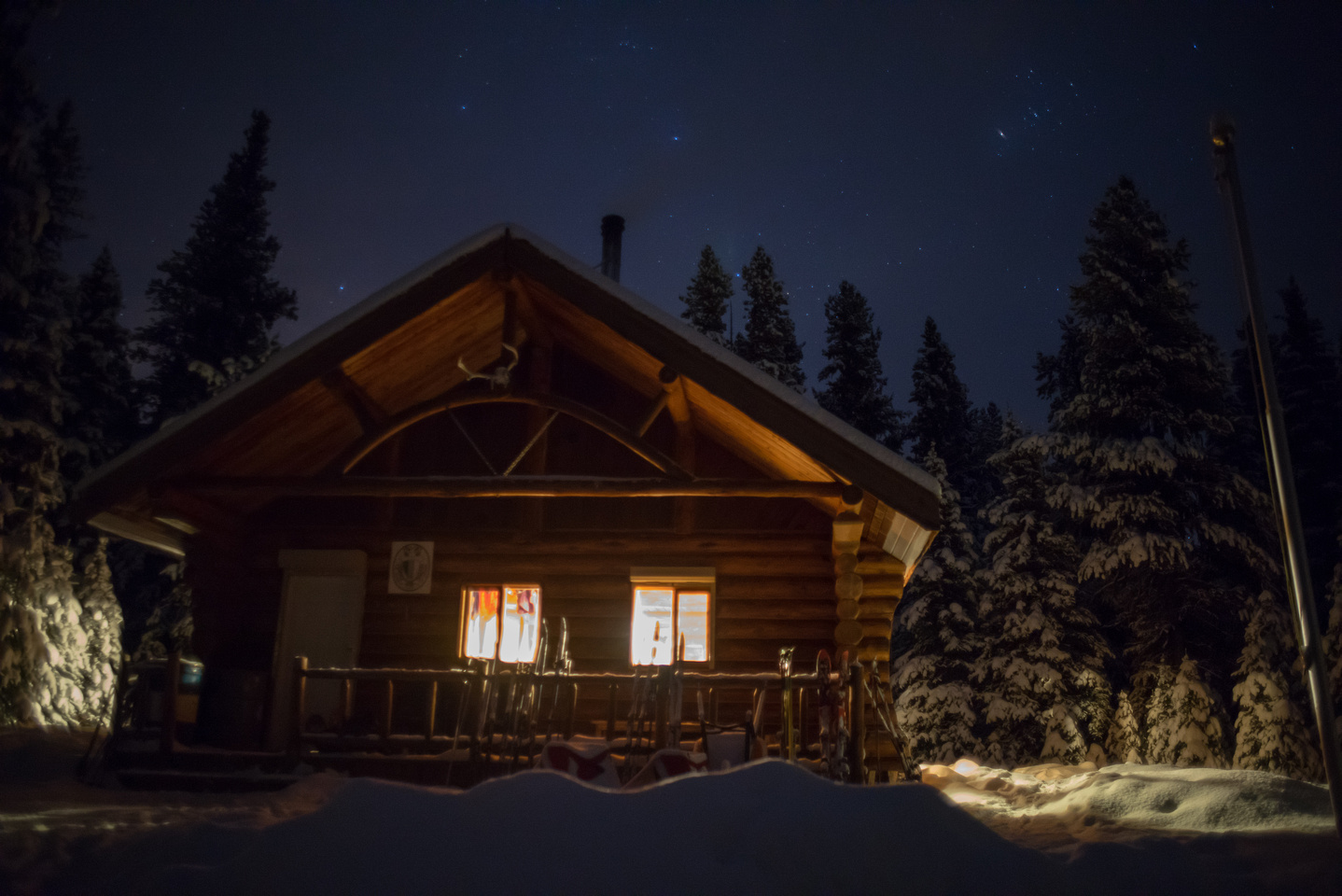 The Elk Lakes ACC Hut at night.