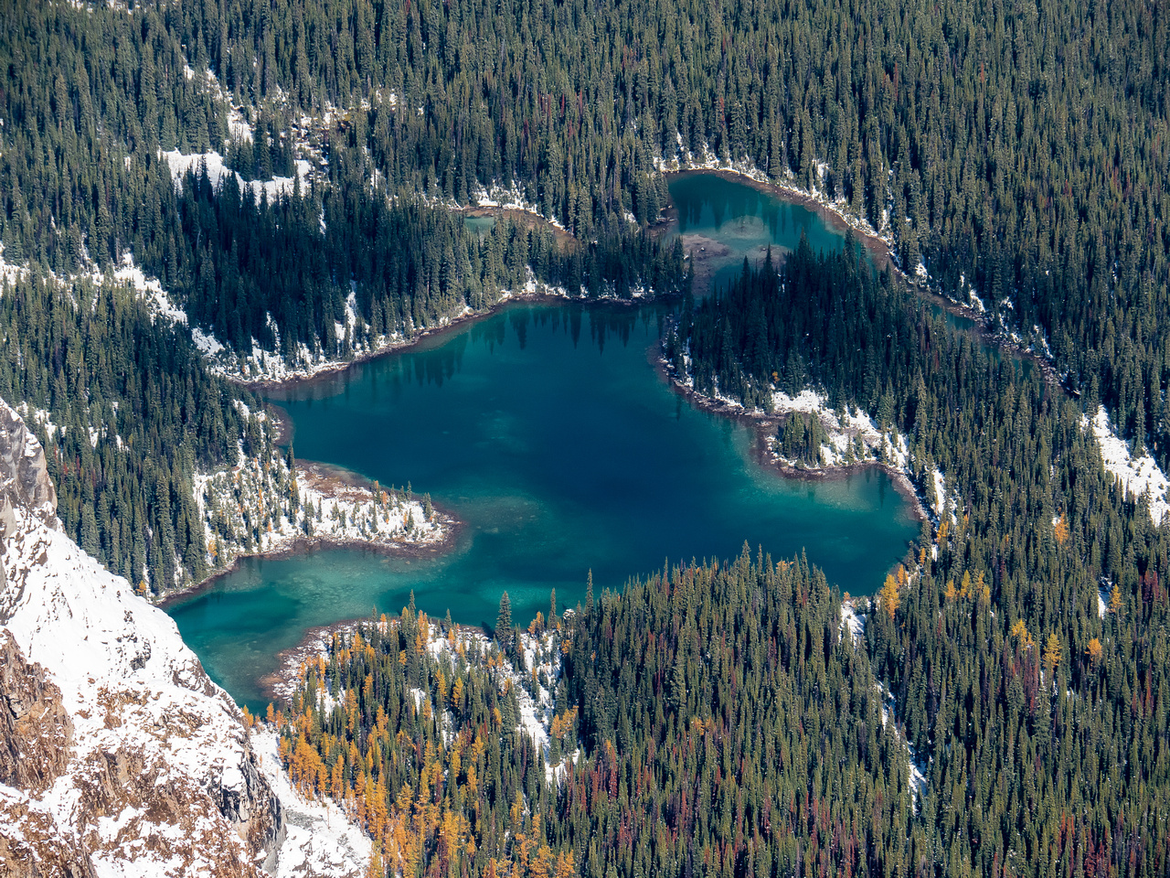 Linda Lake is slightly further north than the Morning Glory Lakes and drains into Duchesnay Creek.