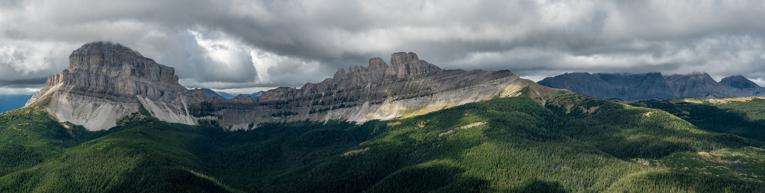 Crowsnest Mountain (L), Seven Sisters (C) and Allison / Window / Ward (R) to the west of Ma Butte.