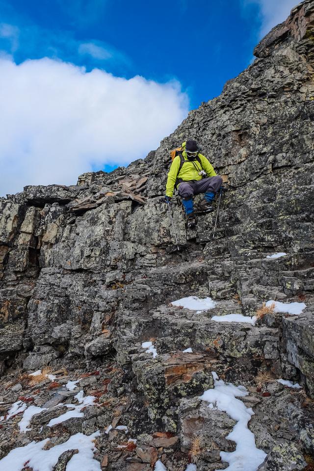 Wietse descends the summit block.