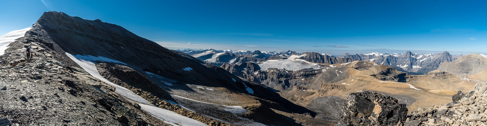On the summit rige with stunning views to the south / west including a surprising number of small glaciers.