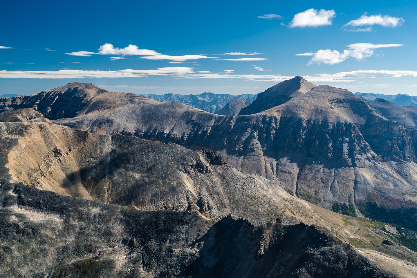 Two large peaks to the east are Peskett (L) and Louden (R) and are 3124m and 3221m respectively.
