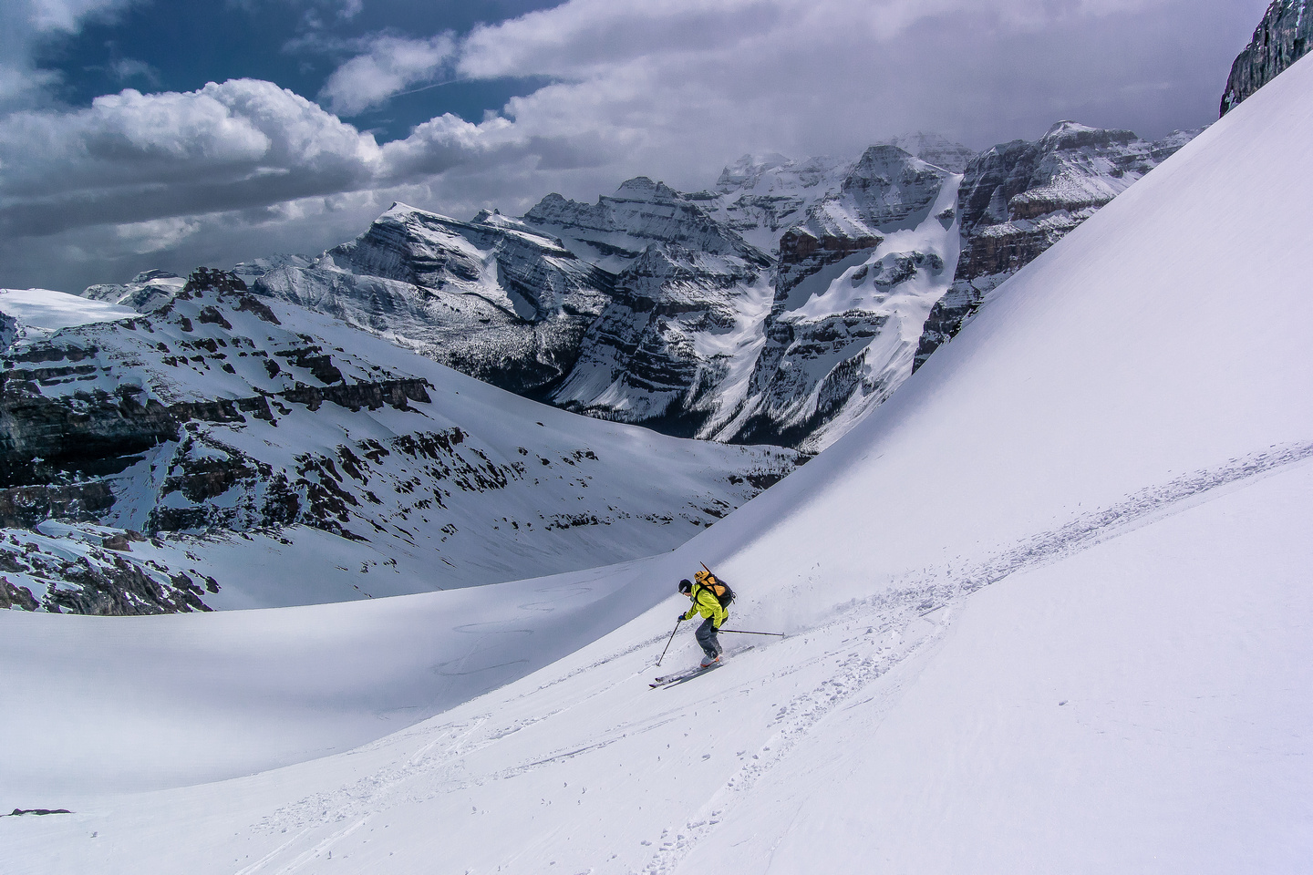 Wietse skis above the col.
