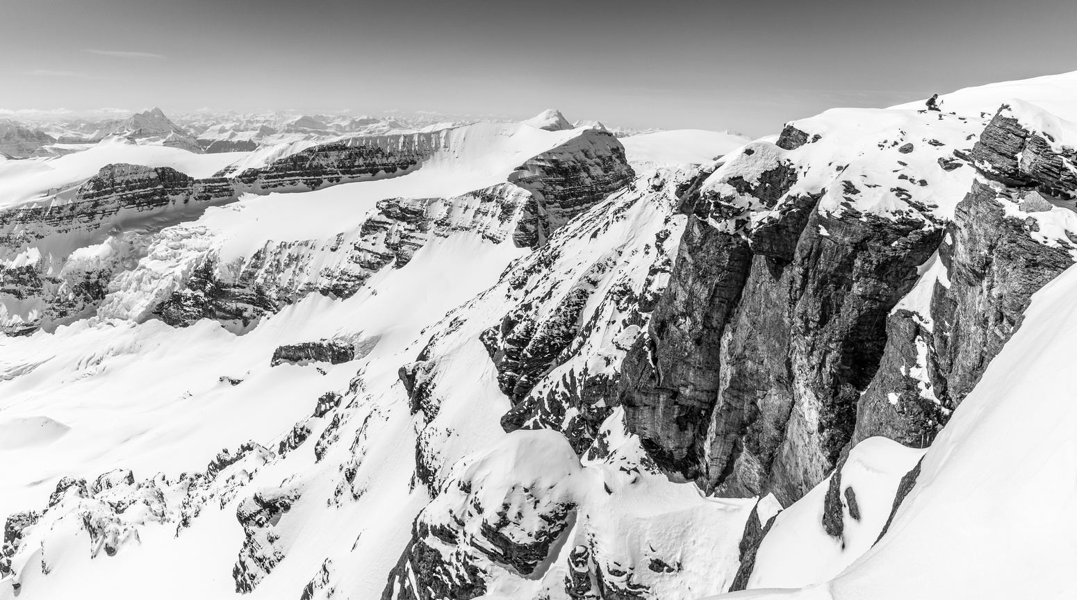 A steep pano looking west off the summit, note Ferenc in the top right.