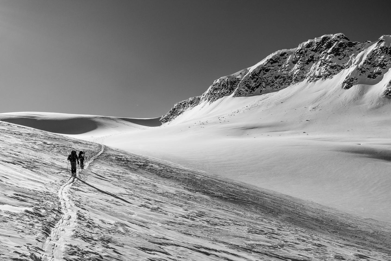 A long, gradual ascent towards Lookout Mountain's south end.