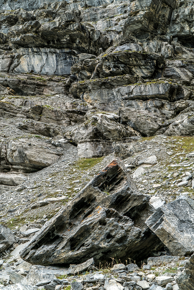 More interesting patterns in the rocks and boulders.