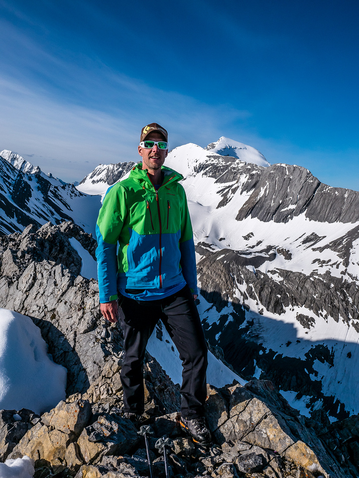 Vern stands on his 400th summit with his 399th (Joffre) rising in the background.