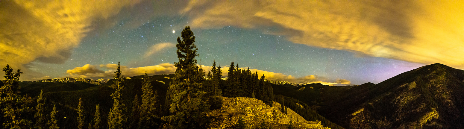 A night time panorama looking west from the summit of Vent's Ridge - click to see the one meteor in this shot.