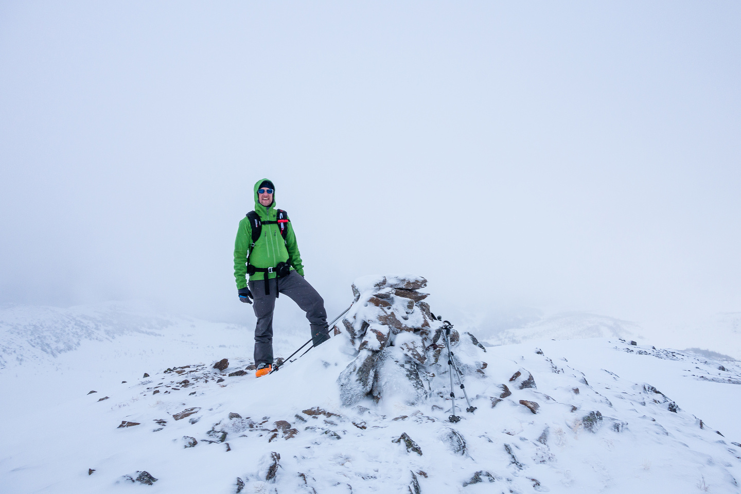 Vern on the summit of Healy Pass Peak - no register that we could find.