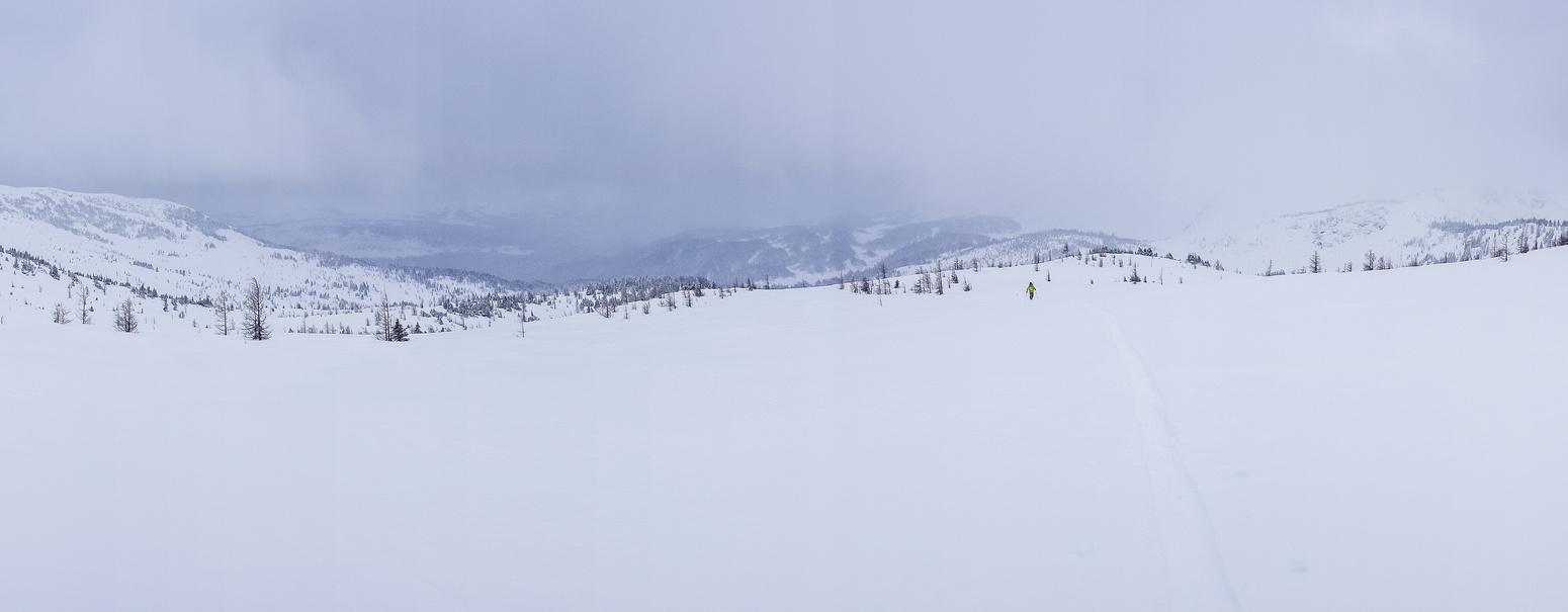 Wietse follows up the ridge.