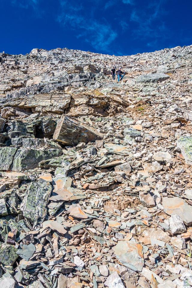 Loose descent slopes.