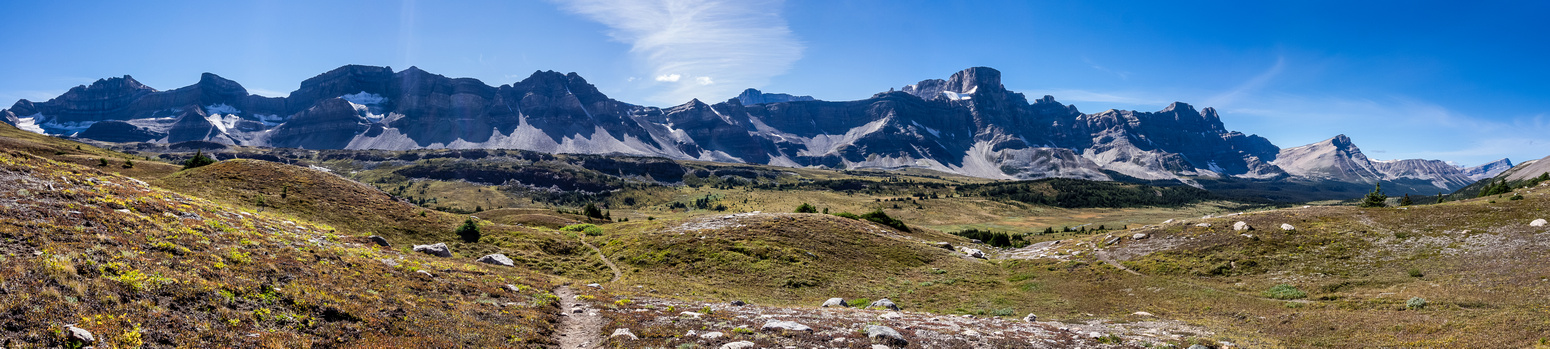 The amazing terrain and views of the Siffleur Valley on the trail to Quartzite Col.