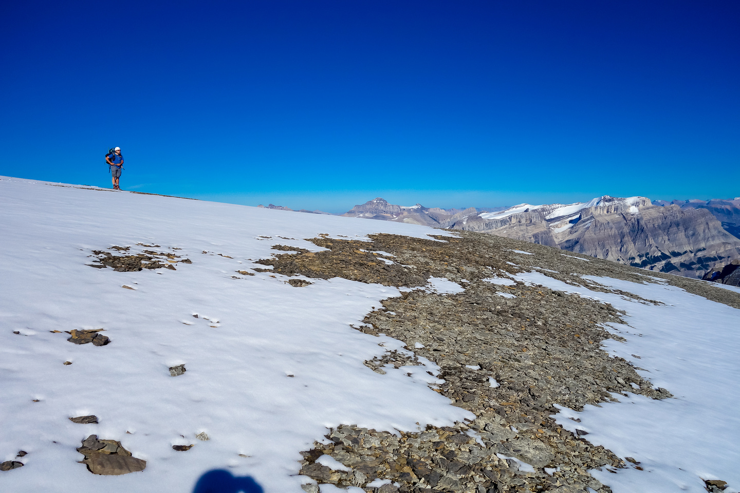 Eric stands at our chosen bivy location, high on the SE shoulder of Amery's summit plateau - over 10,500 feet high.