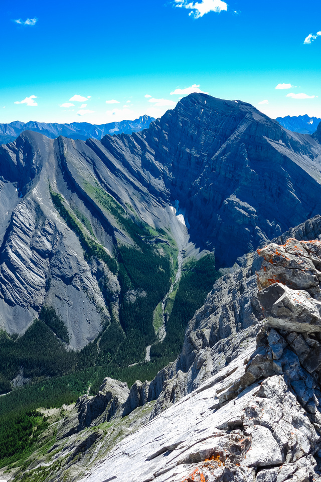 Looking to the south off the ridge at Mount Kidd - north peak with the lookout at left.