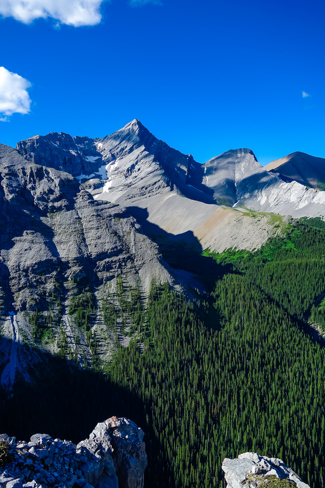 Wind Mountain has a scramble route which shares most of the Memorial Lakes approach hike.