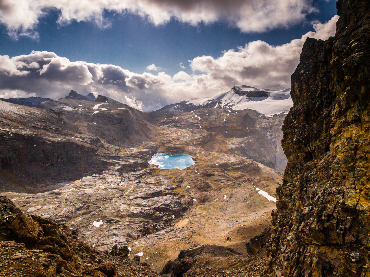 Gorgeous views from the col over Noseeum Lake.
