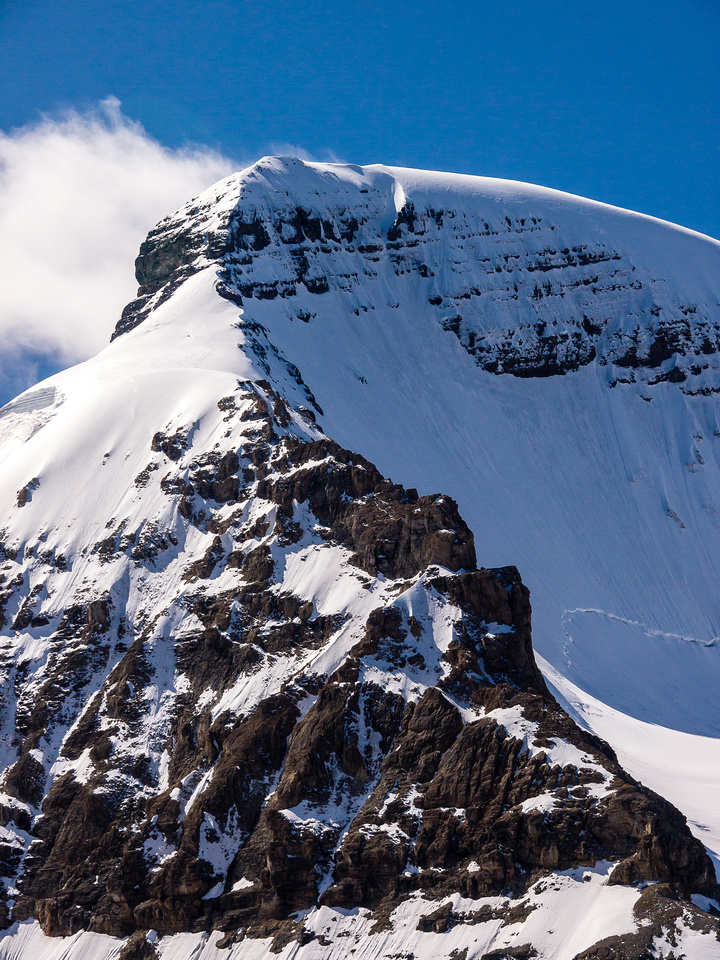 The north ridge doesn't look easy.