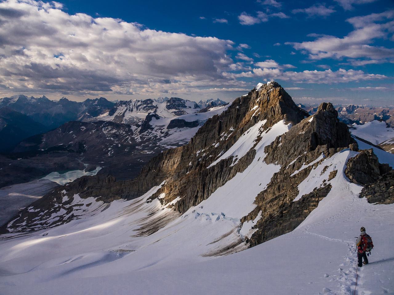 Arete Peak rises in front of us as we descend des Poilus.