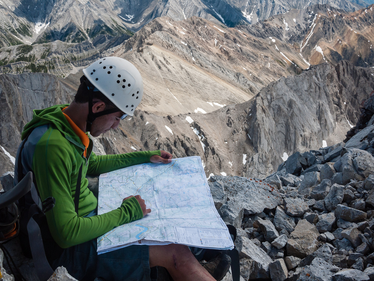 Ali finds a myriad of peaks that we can identify from Ishbel's summit.