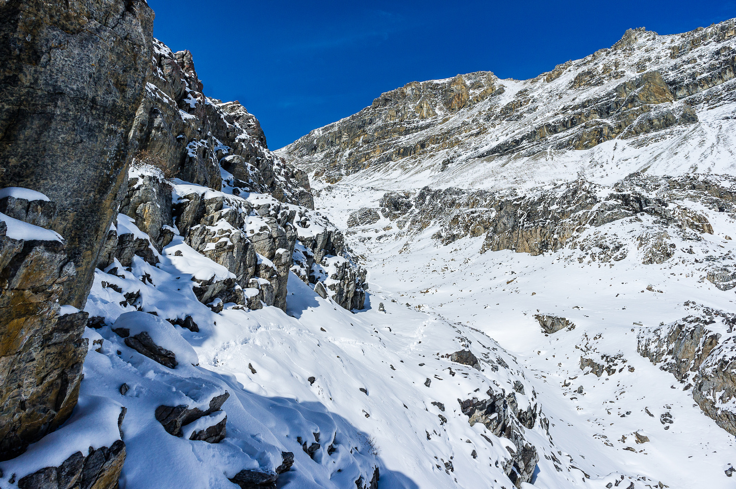 Looking back along the ledge route to the col and summit at upper right.