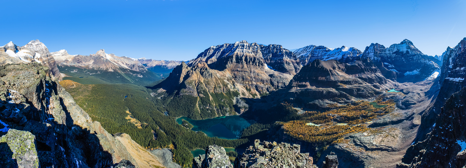 Another wide panorama of the Lake O'hara region.