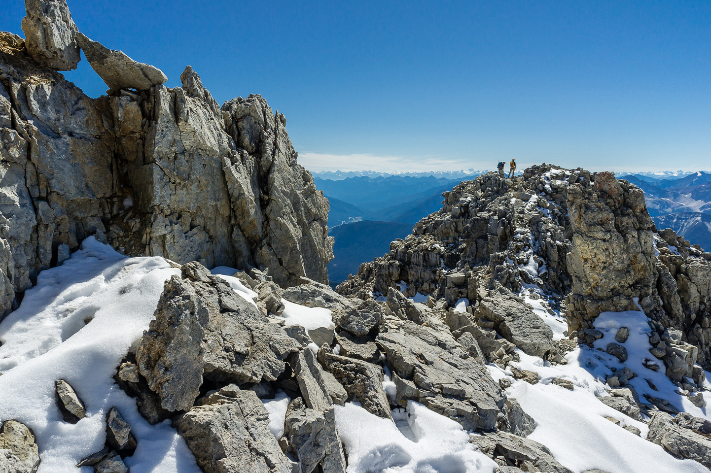 Descending the south ridge of Carnarvon.