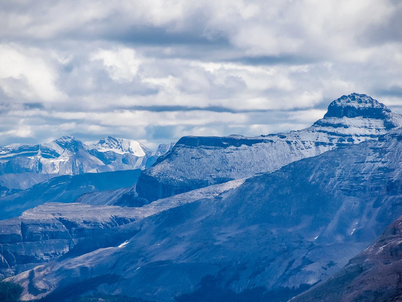 Looking over Divide Peak towards Niblock.
